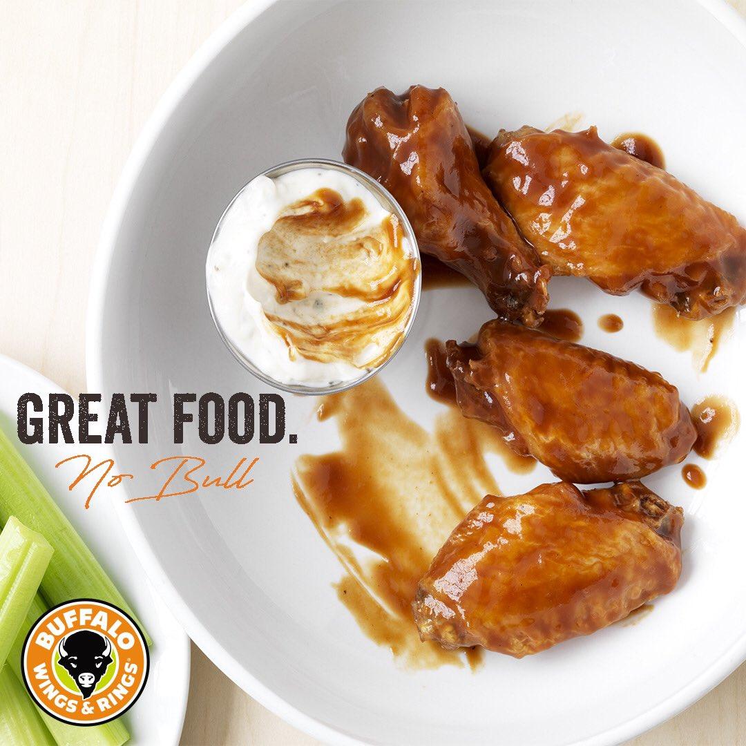 استمتع كل يوم في بافلو وينجز آند رينجز المكان اللي تلاقي فيه طعام. شراب. وحماس🍗⚽️🧡  #الرياض #بافلو_الرياض #مطاعم_الرياض  Enjoy our meals everyday at Buffalo Wings & Rings 🍗⚽️🧡  #buffaloriyadh #riyadh #riyadhrestaurants https://t.co/sykqEcKltA