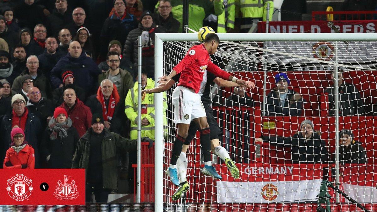 Marcus Rashford mencetak gol melalui sundulan saat melawan Newcastle