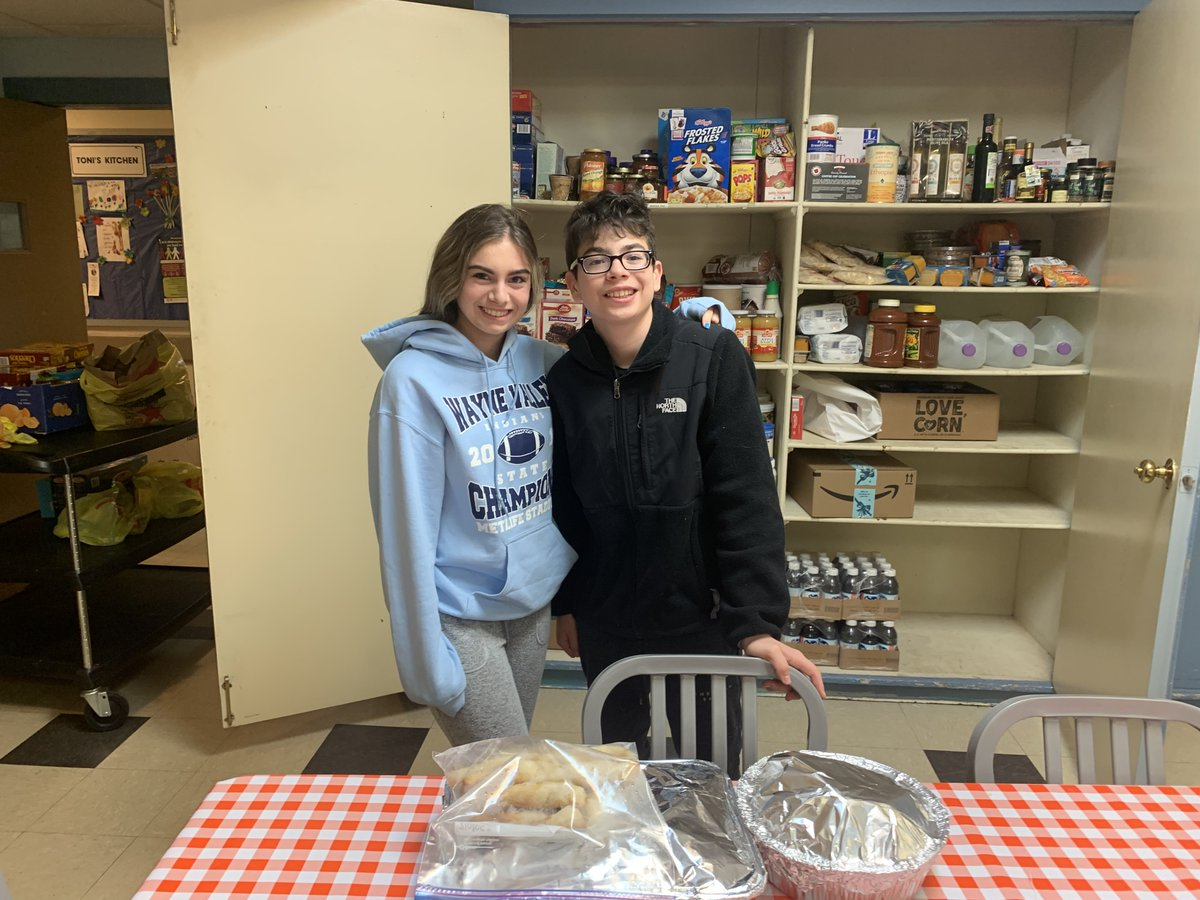 Jenna and Philip Colicchio baked ziti w sausage, breadsticks and monkey bread for our guests! Thank you!!