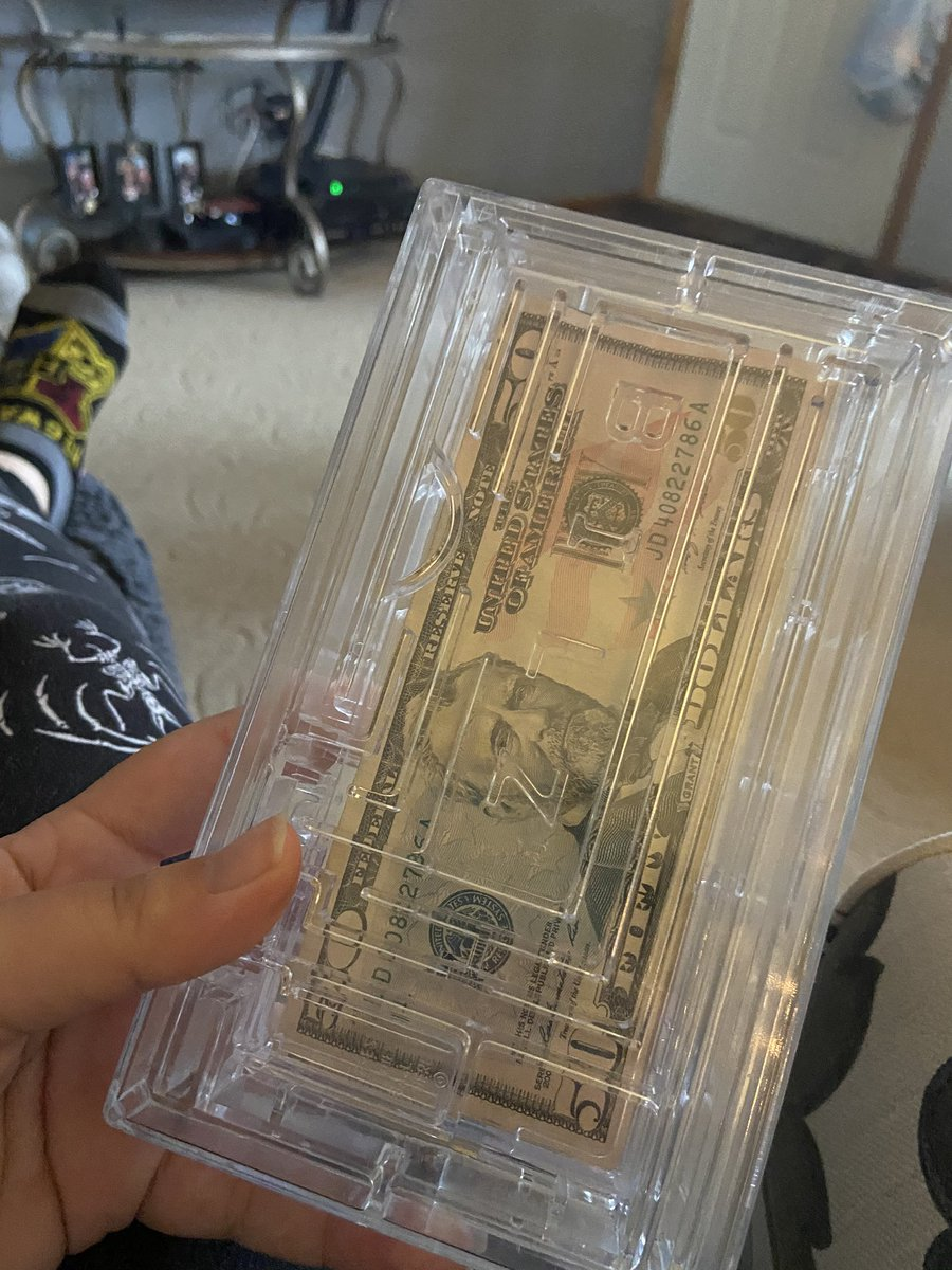 One of my presents was cash...but I had to work for it 🤣 #moneyforChristmas #workforyourmoney https://t.co/yOLucWS7VO