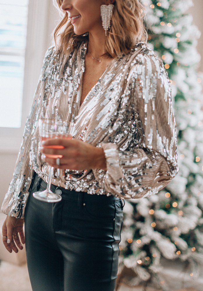 Tis' the season for sequins.✨🥂 Sharing 10 sequin tops to wear this NYE today on https://t.co/rspv2JCmoI // @Nordstrom  #nordstrom #wiw #holidaystyle https://t.co/LNRVo7O2mZ #liketkit https://t.co/2i3z5lVMM1
