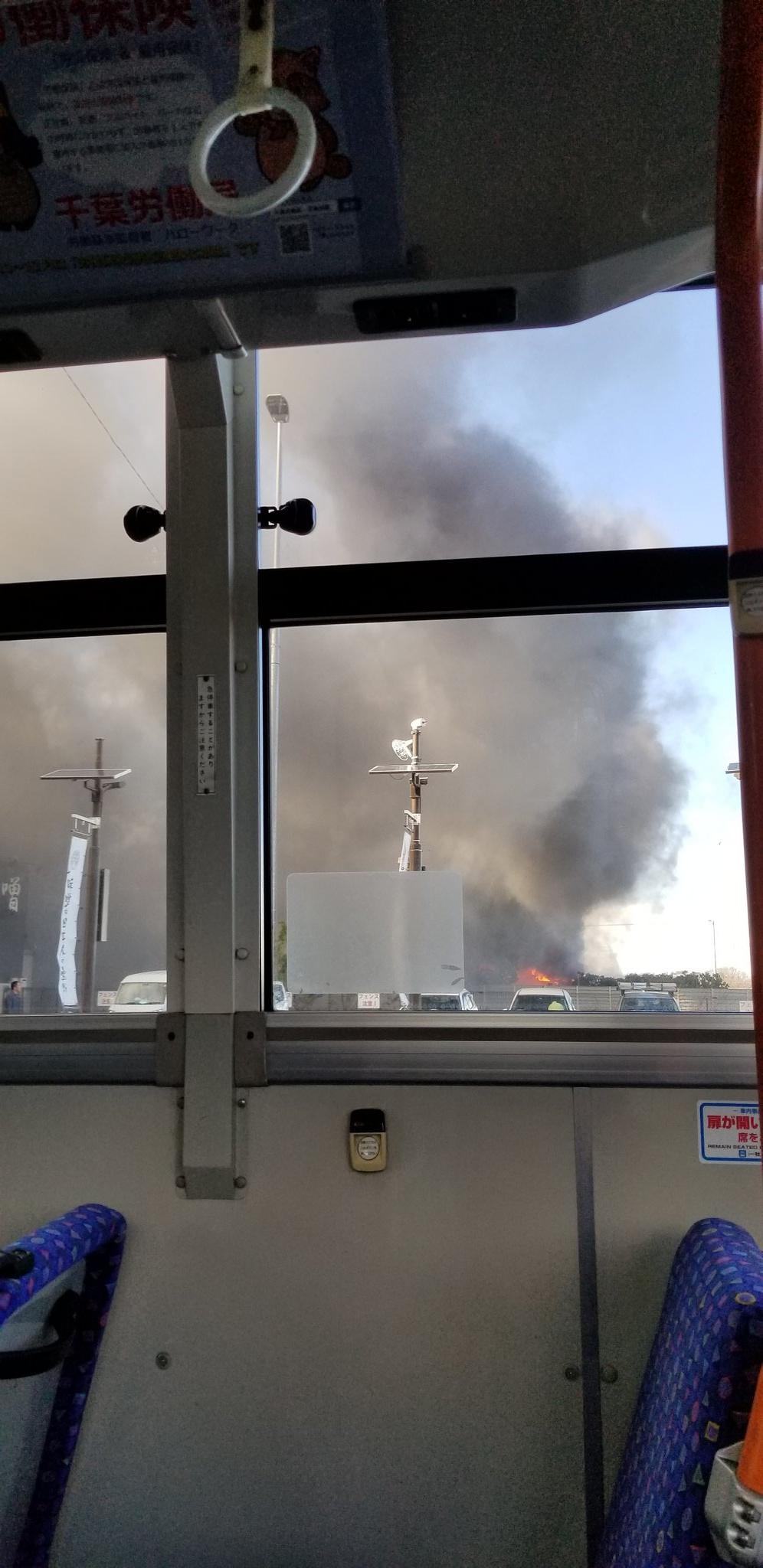 千葉市花見川区幕張町で大きな火事が起きている画像