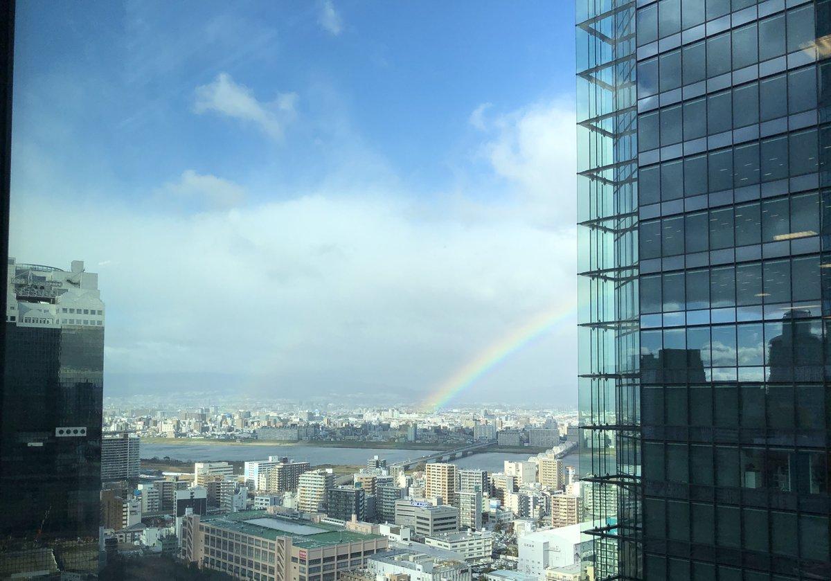 大阪の空に2重で虹がでてました✨ 令和元年ももうすぐ終わり 「お疲れ様!」と言ってくれてるようでした😊🌈😊🌈   写真では小さく見えますが、とても大きな虹です✨  #いまそら #虹 #ノーフィルター