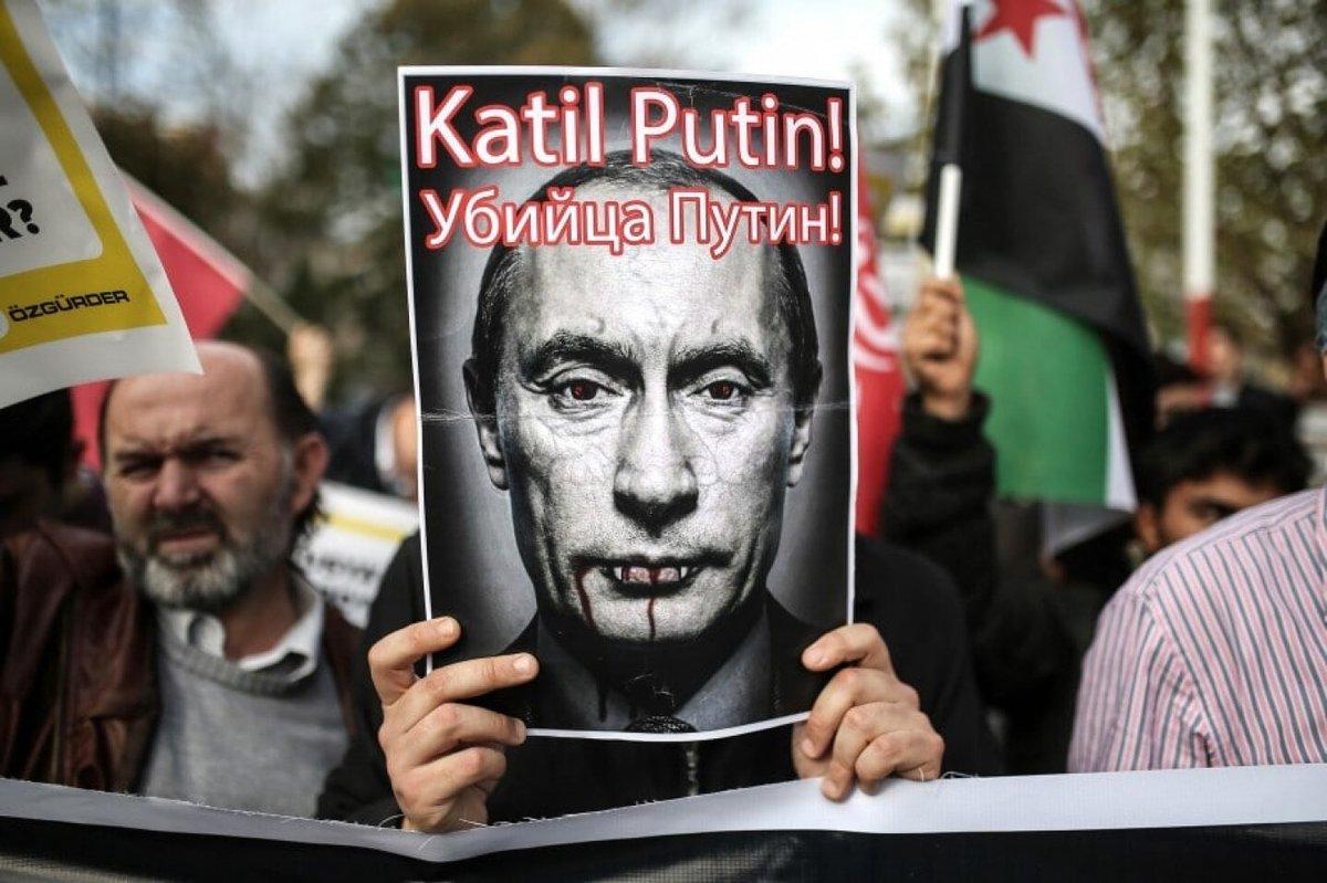 لو لم يكن الغرب والشرق متفقين على إجرام روسيا في #سوريا لكانت هناك حملات إعلامية كثيفة ضد روسيا، وتوثيق ونشر مستمر لجرائمها، واحتجاجات شعبية في معظم شوارع مدن الغرب وغيرها في العالم. لكن مانراه هو تعتيم إعلامي شبه كامل، وتآمر سافر وخداع مستمر تحت غطاء الحرب على الإرهاب. https://t.co/7RG30nsMoG