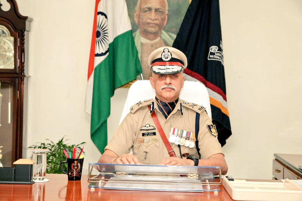 A mountaineer, an Everester, a Paratrooper, with a Wound Medal (#AhatPadak)   Atul Karwal, IPS, GJ:1988 (41 RR) Brand new Director, Sardar Vallabhbhai Patel National Police Academy  @svpnpahyd  One of the finest of the Tribe Khaki. https://t.co/Xj34obFq60
