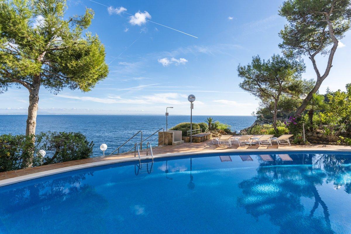- Wir können Mallorca.  Wohnung in allererster Meereslinie mit Pool und Meerzugang in Cala Vinyes.  Preis :  795.000,-- Euro  https://www.pur-mallorca.com/immo/wohnung-in-allererster-meereslinie-in-cala-vinyes/…  #Mallorca #palma #calavinyes #PURMallorca #baleares #mallorcalove #seaview #propertyforsale #meerblickpic.twitter.com/vB1TEEb9uT