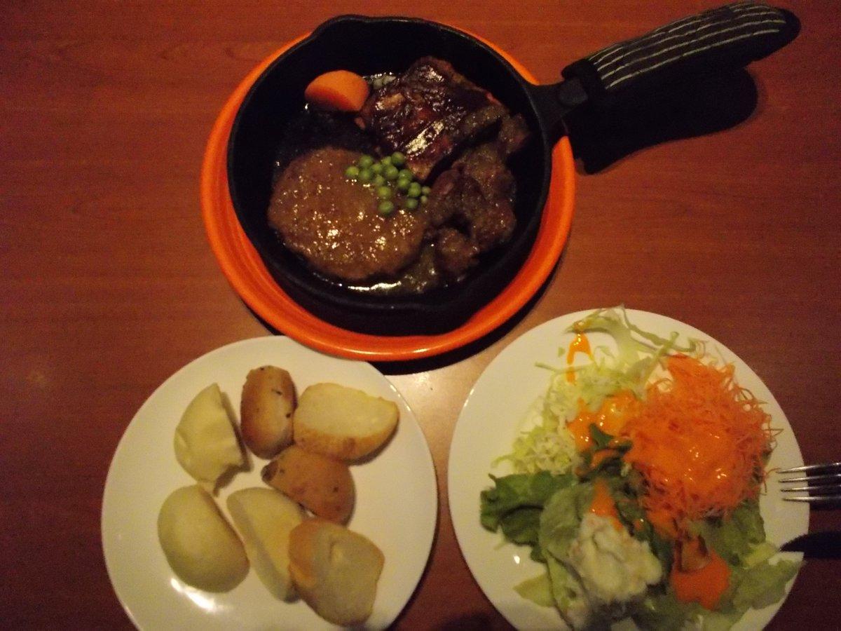 CAFE and GRILL HIPA HIPA   ランチバイキング70分 1958円  サイコロステーキ、バックリブ、ハンバーグ、サラダなどが食べ放題🥰  ひたすら肉を喰らう😋😋😋    肉好きにはサイコー🥺👌  #肉  #池袋 #ステーキ #食べ歩き #バイキング  #飯テロ #HIPA #ハンバーグ