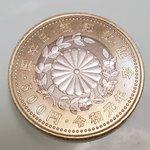 コンビニで500円を払おうとしたらレアリティの高そうな硬貨がでてきた!?