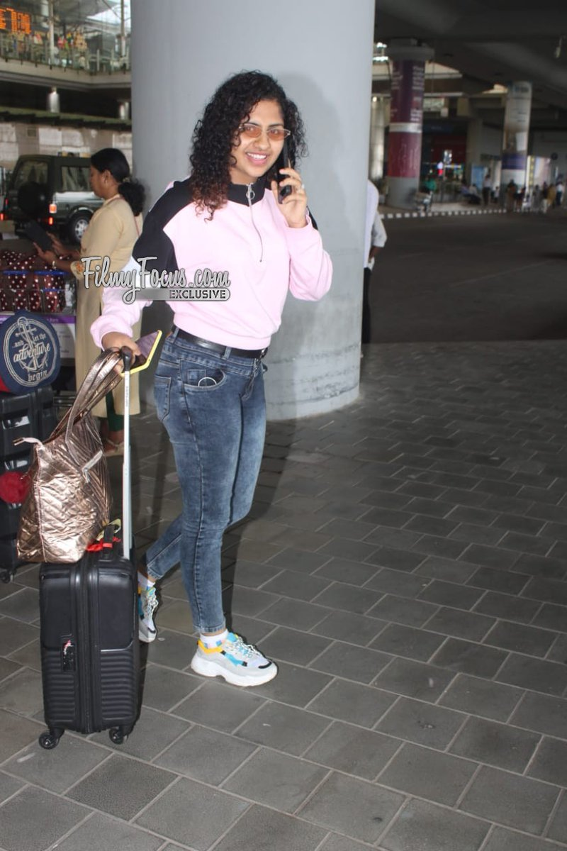 #LoversDay Fame #NoorinShareef At The City Airport.!  #Noorin #ActressNoorinShareef @NoorinShareef #Airportlook #AirportDiaries #CelebSpotted #Filmyfocuspic.twitter.com/DvrkrA6379
