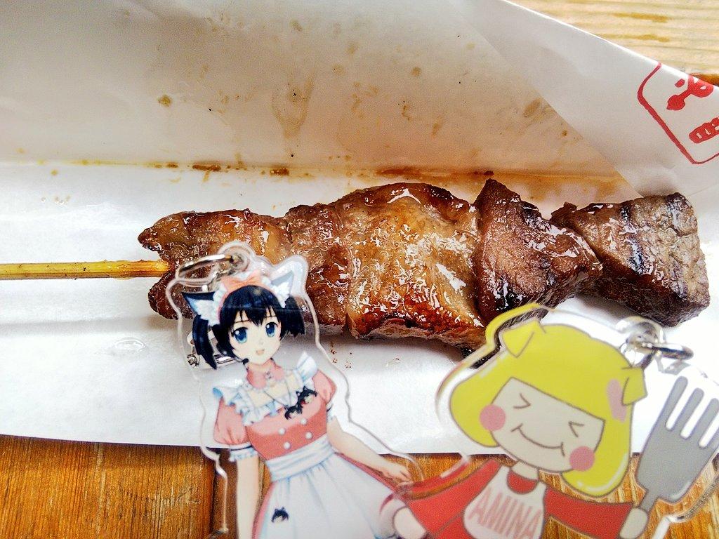 おーにくー。 牛串さん、ジューシーでおーいしー(*≧∀≦*) #食する一条蜜希 #食するあみあみな #ミートエンジェルズ https://t.co/lRvQaIRbVW