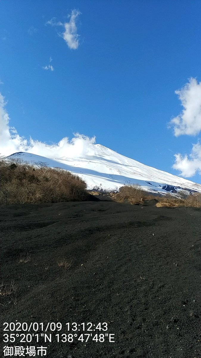 1月9日散策 富士山御殿場太郎坊洞門~2キロ付近リターン散策今日は レーシック手術後三日目目に汗が入らないように散策 でもこれがかなり難しい😢上を脱いでも汗は必ずかくので 無理でも 富士山現地は良い天気 登頂日和だよ~☀️🗻
