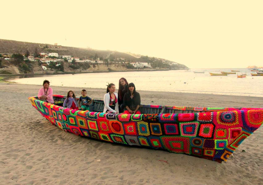 Chilean yarn-bombing collective Lanapuerto founded by Claudy Tapia Retamal #womensart