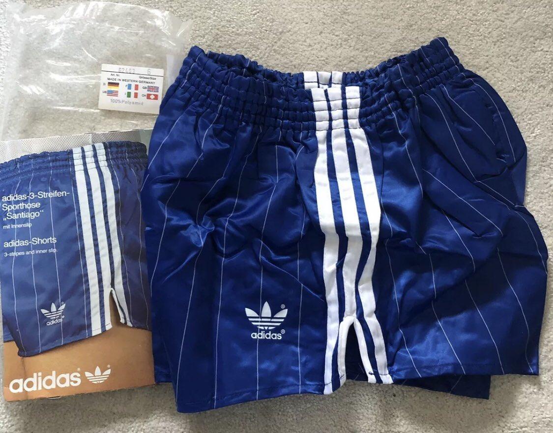 suizo Generalmente pase a ver  adidas vintage shorts on Twitter: