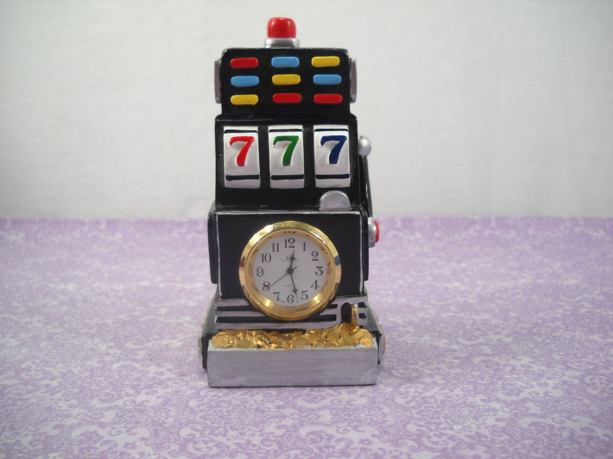 The Country Timepiece Collection Vegas Slot Machine Figurine With Nikko Clock https://etsy.me/2Na22wY  #housewares #clock #quartzclock #mantelclock #shelfclock #seapillowtreasures #vforvintage #vegasclockpic.twitter.com/o0UrovlzyW