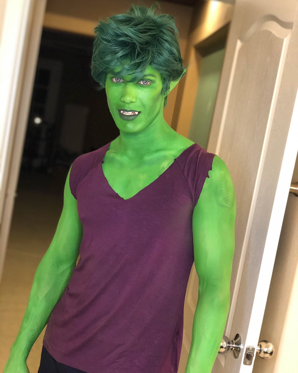 Hey there  #beastboy #cosplay #bodypaint  Body paint by myself and @OfficialNMJ<br>http://pic.twitter.com/i8POXmTg0V