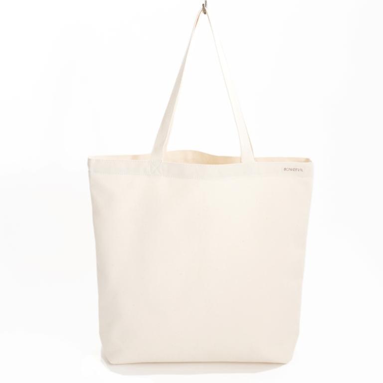 Goede voornemens Wil je geen tasjes meer uit de winkel meenemen? Dan is deze Natural shopper helemaal perfect. Een fijne maat waar lekker veel boodschappen in passen. Van stevige ongebleekte canvas, een fijne duurzame kwaliteit.    #bio #boodschappen