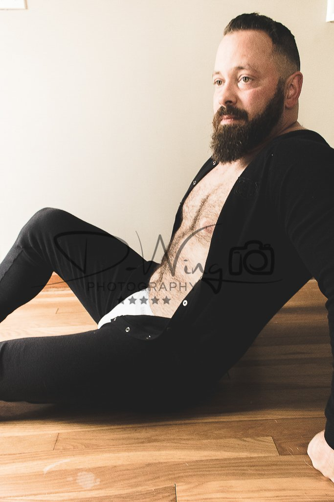 Shameless #thirstythursday post because he is gorgeous! If you get a chance, check out his page because good gawd yes!!!!#bedtime #pajamasallday #sexybear #sexydaddy #yessir #gayartist #results #muscledaddy #bestbeard #gayphotographer #bestphotographerpic.twitter.com/ti9aOQYF01