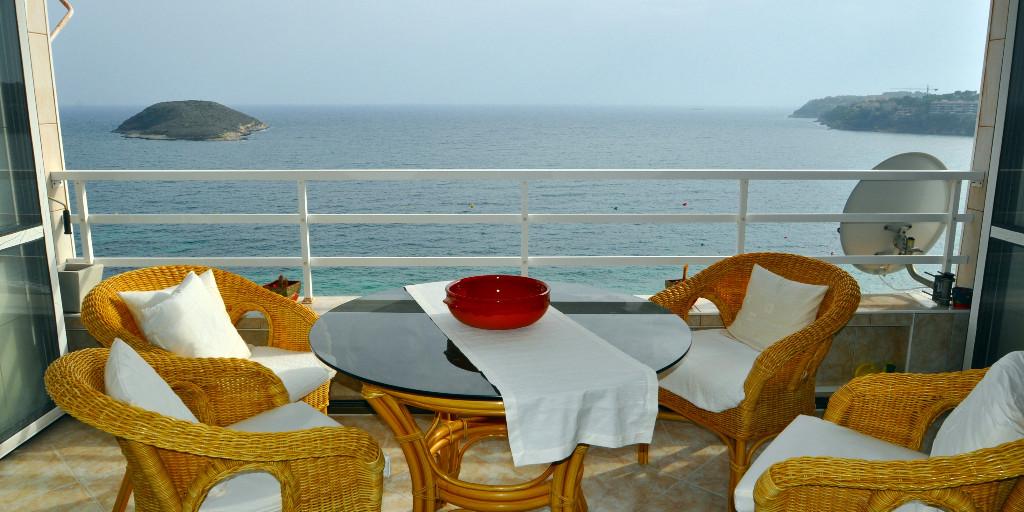 - Wir können Mallorca.  Appartement mit sensationellem Meerblick in Magaluf.  Preis :  239.000,-- Euro  https://www.pur-mallorca.com/immo/id-1882-attraktives-meerblick-appartement-in-magaluf/…  #Mallorca #magaluf  #PURMallorca #appartement #poolanlage #meerblick #propertyforsale #mallorcasouthwest #mallorcalove #PMI #seaviewpic.twitter.com/oaVWbwVFh7