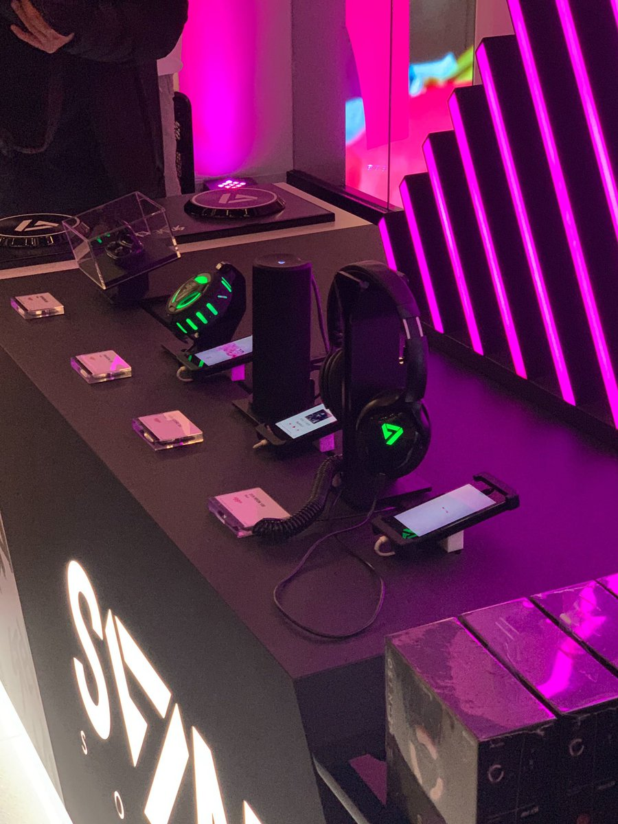 🎂 GIVEAWAY ALERT 🎂  @steveaoki  is partnering with @TMobile stores in Las Vegas for his new 🎧 line!! Not in Vegas? Don't worry!! He sent me some to giveaway 😆 Tell me your favorite Aoki song using #TMobileXAoki for a chance to win!!! https://t.co/WPguk53Di8