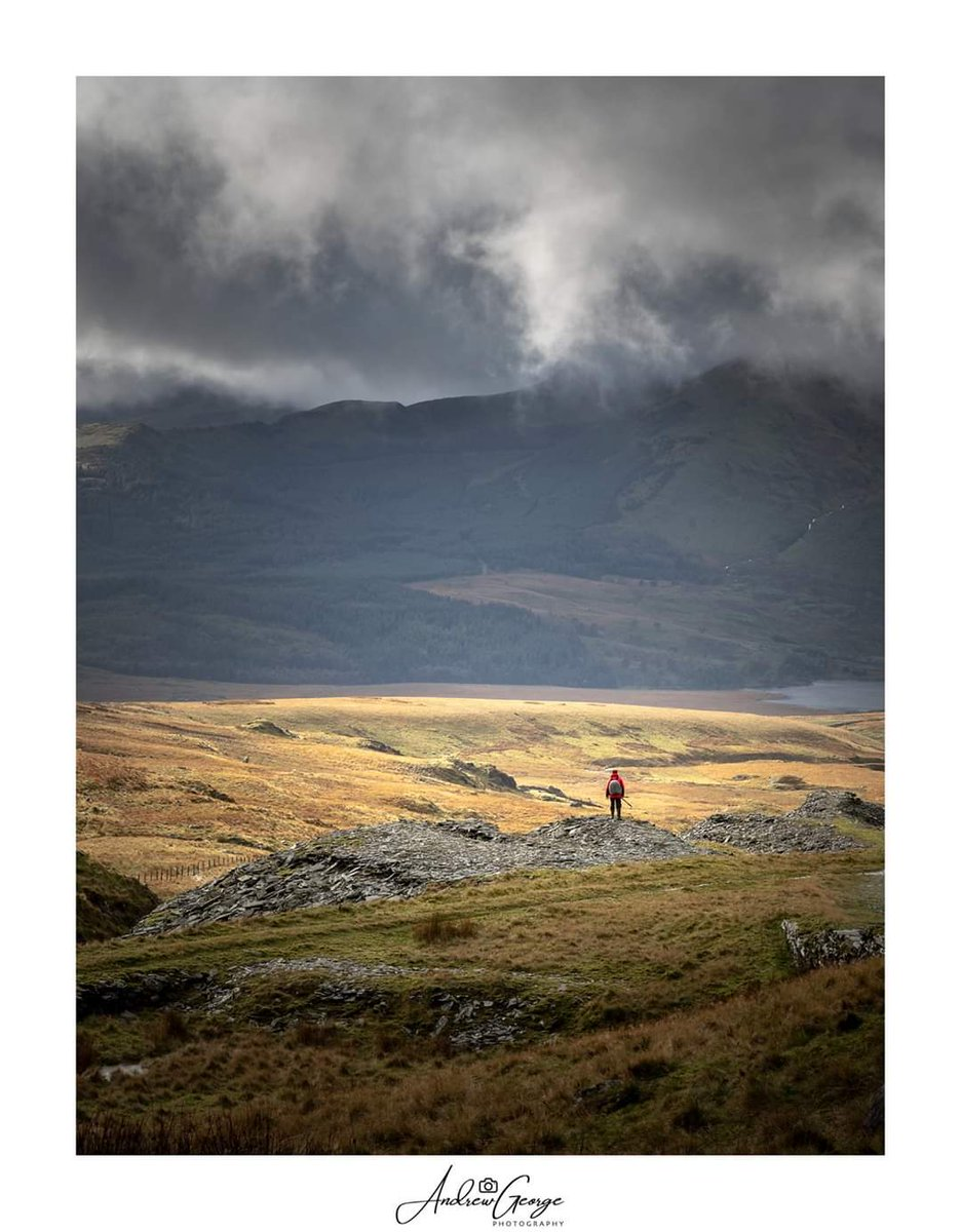 Sometimes you just can't help but stand and stare and take in the moment. #stormhour #snowdonia #snodonianationalpark #mountains #hills #scenery #autmn #peraon #lonely #alone #photography #OLYMPUS @OlympusUKpic.twitter.com/wJybQnP1qT