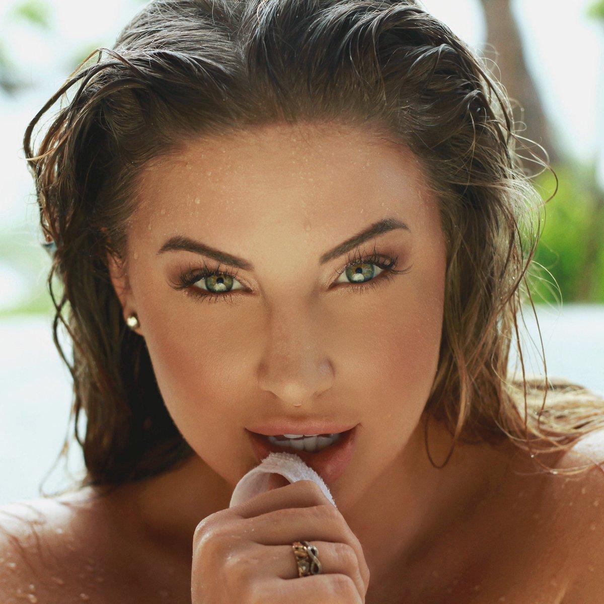 Ashley Alexiss (@AshAlexiss) 's Twitter Profile • TwiCopy