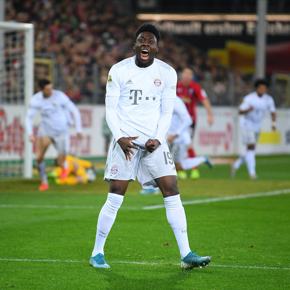 Introducing your 'Player of the Month' for December: @AlphonsoDavies! 👏#MiaSanMia #FCBayern