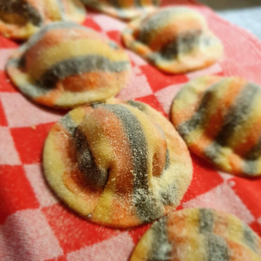 Buon appetito! Ravioli gevuld met coquille en kreeft, met Albuferasaus, homemade by Florian. Kom je lekker #boodschappen doen @slagerijdeleeuw? #pasta #ravioli #culinaireinspiratie #lunchen #brunchen #dineren #traiteur