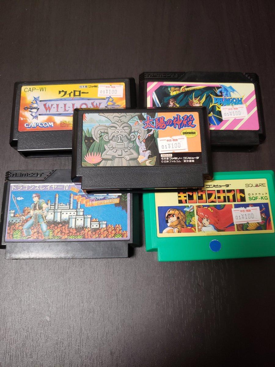 今日の収穫はファミコンソフト5本とPS版三國志4とスプラトゥーンの攻略本。各100円よ。#レトロゲーム