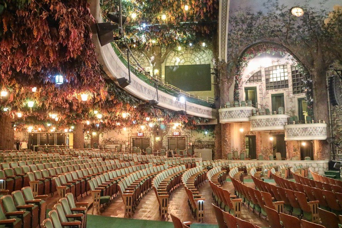 """Great article on our Elgin and Winter Garden Theatre centre!  """"This Incredible Canadian Theatre Is The Last Of Its Kind In The World"""" - #CuriocityTO #FridayFeeling #FridayThoughts   https://bit.ly/305OV5gpic.twitter.com/9UBFcAu0SP"""
