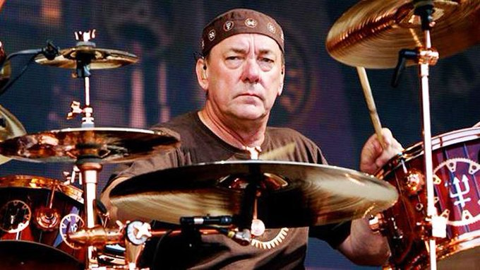 EN80OiXUwAA0CZU?format=jpg&name=small - Members of Black Sabbath, Kiss, Megadeth Pay Tribute To RUSH Drummer NEIL PEART