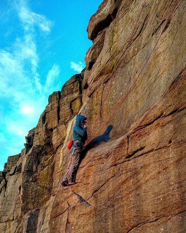 Cold fingers was the theme of the day today! (Route = The scoop HVS 5a)  #tradclimbing #rockclimbing #grit #climbing_lovers #climbing_is_my_passion #tradisrad #peakdistrict #klettern #escalade #newcastleuponclimb https://ift.tt/2R5JMG7