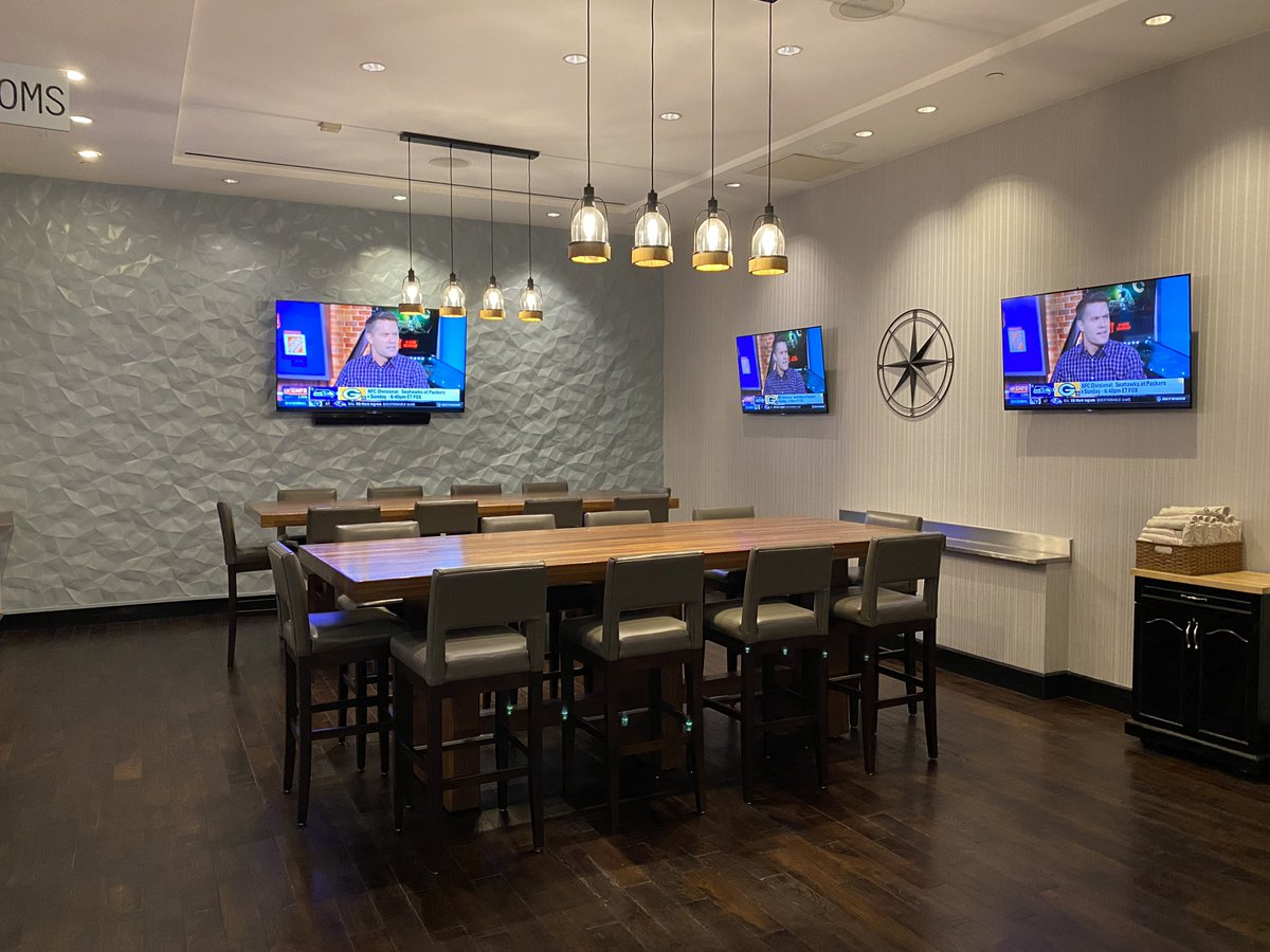 It is time to check out our Newly Renovated Aces Lounge.  We have revamped the seating to help with relaxation as well as adding power for a recharge.  #hyattregencydfw #dfwregency #dfwairport https://t.co/1KXEDA42FO