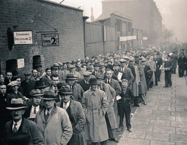 #Arsenal fans outside Highbury in 1938 #afc Source: (https://www.reddit.com/r/Gunners/)