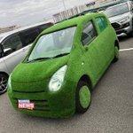 これはまさに草!草に包まれた自動車が発見される!