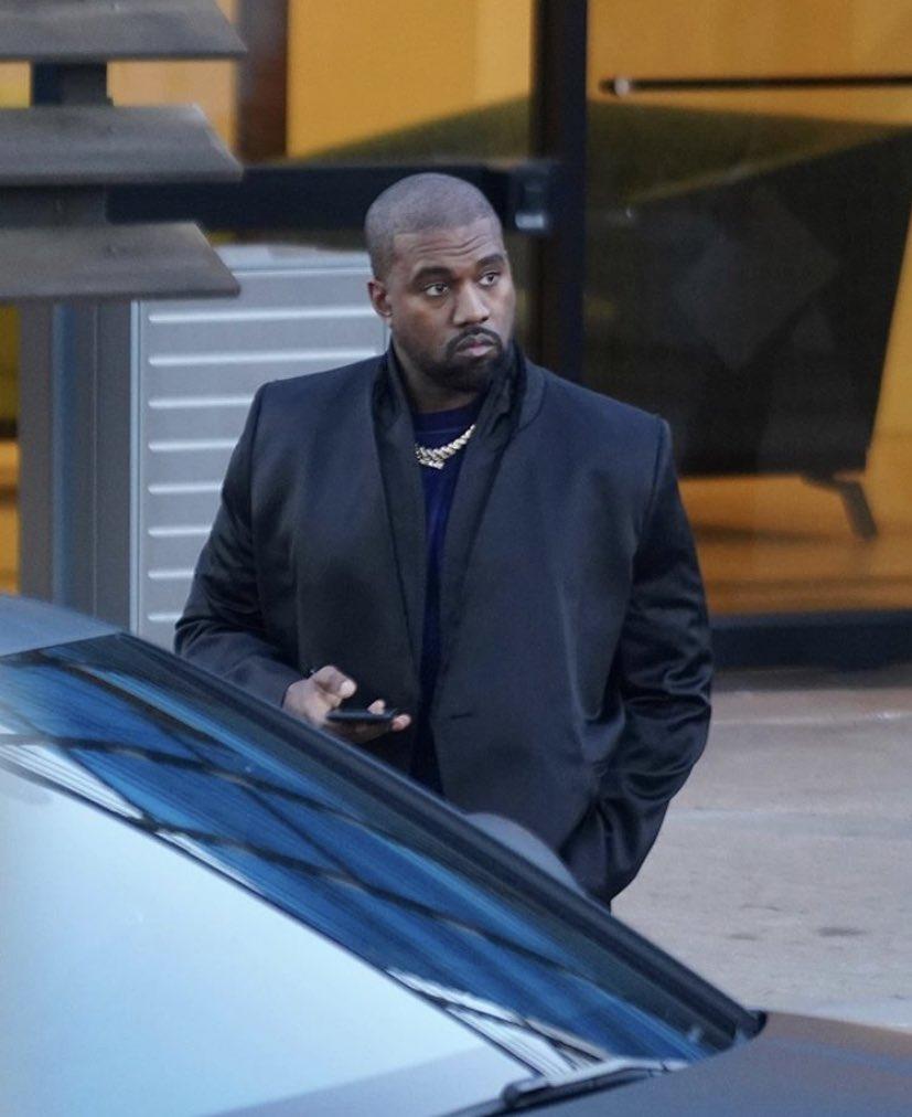 Kanye at his Calabasas office today. 📸 @shotbyjuliann1