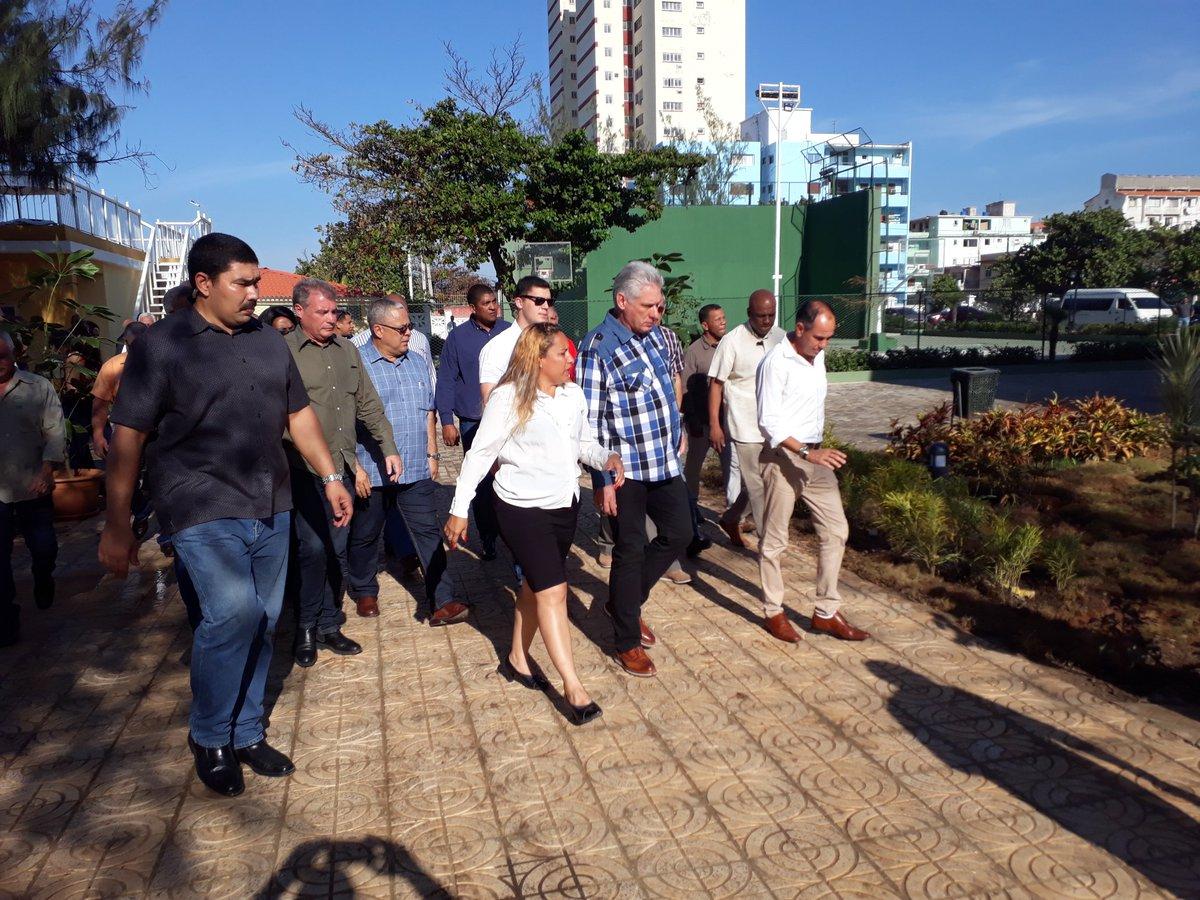 Continúa el recorrido del presidente @DiazCanelB por el Círculo Social Obrero José Antonio Echeverría #SomosCuba #VamosPorMás #Cuba🇨🇺