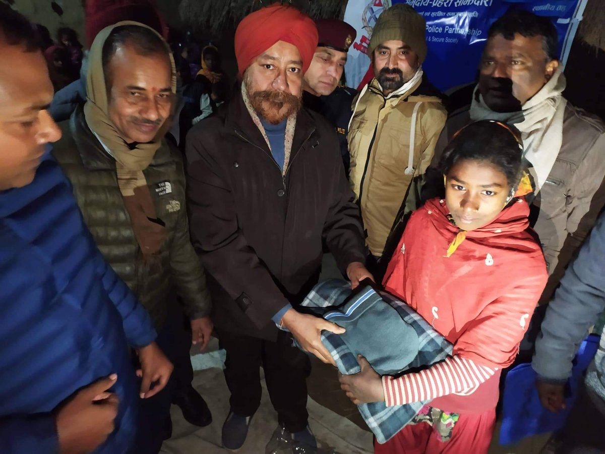 Distributing caps and blankets to children in this sizzling cold along with the Cloth bank Parsa Bara CDO Sir and Bara Police ! #Bara #kalaiya #donation #help #assist #nepal #cold #fog #helpinghands #police #society #social #humanitarian
