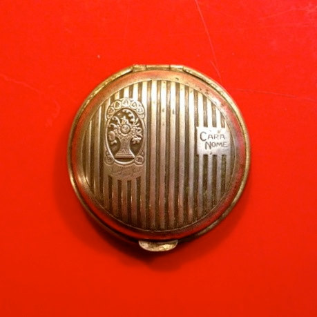 """test Twitter Media - This vintage silver metal compact with ribbed top from Langlois of New York says """"Cara Nome"""" on one side and it has an image of a flower basket engraved. https://t.co/65LW4Rx9PJ https://t.co/jfnHiyGngl"""