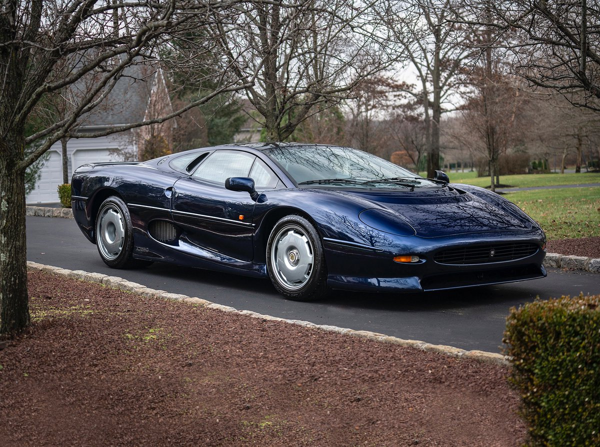 1993 Jaguar #XJ220 The all-time fastest #Jaguar road model produced.  Co-developed by Jaguar and Tom Walkinshaw Racing  1 of as few as 280 examples produced 1992-94. #ScottsdaleAuction January 15th #TWR #JaguarSport #supercar https://bit.ly/2QyU1Czpic.twitter.com/Omu8S0G0Da