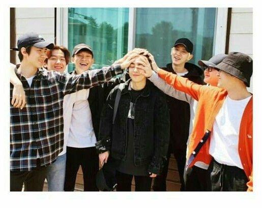 Sin duda estos momentos fueron muy importantes para EXO el 2019 Se reunieron para despedir a 2 de sus miembros y hasta tuvimos una foto casual de EXO con Yixing después de años.  Para ustedes qué ExoMoment fue el más importante del 2019?  Interactuemos un poco @weareoneEXOpic.twitter.com/O1cZOGoyMI