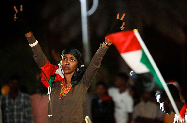 #Sudan sentences 27 to death for torturing, killing protester. Court on Monday sentenced 27 members of the Sudan's security forces to death for the torture and death of a detained protester during #SudanProtests against Omar al-#Bashir earlier this year  https:// observer.ug/news/headlines /63055-sudan-sentences-27-to-death-for-torturing-killing-protester  … <br>http://pic.twitter.com/IuRSPx0qU4