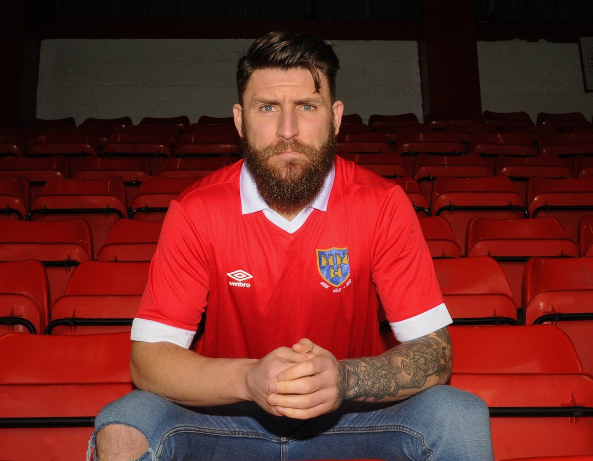 ✍️ | Shelbourne FC is delighted to announce the signing of Gary Deegan from @CambridgeUtdFC Welcome back to the Reds, Gary ✊Full details 👉https://shelbournefc.ie/gary-deegan-signs-for-shelbourne-fc/…#Since1895 🔴⚪️📷@EoinSmith3