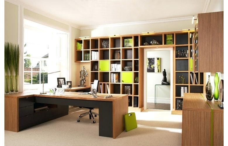 BALANCE - ORGANISATION - STABILITY  There are lots of ways to make your work environment more inviting and productive. But have you considered feng shui? How to Feng Shui your Office - https://buff.ly/31ZwxdD  #fengshui #officelife  #businesstips #designadvice #interiordesignerpic.twitter.com/hr3VHgSqfJ