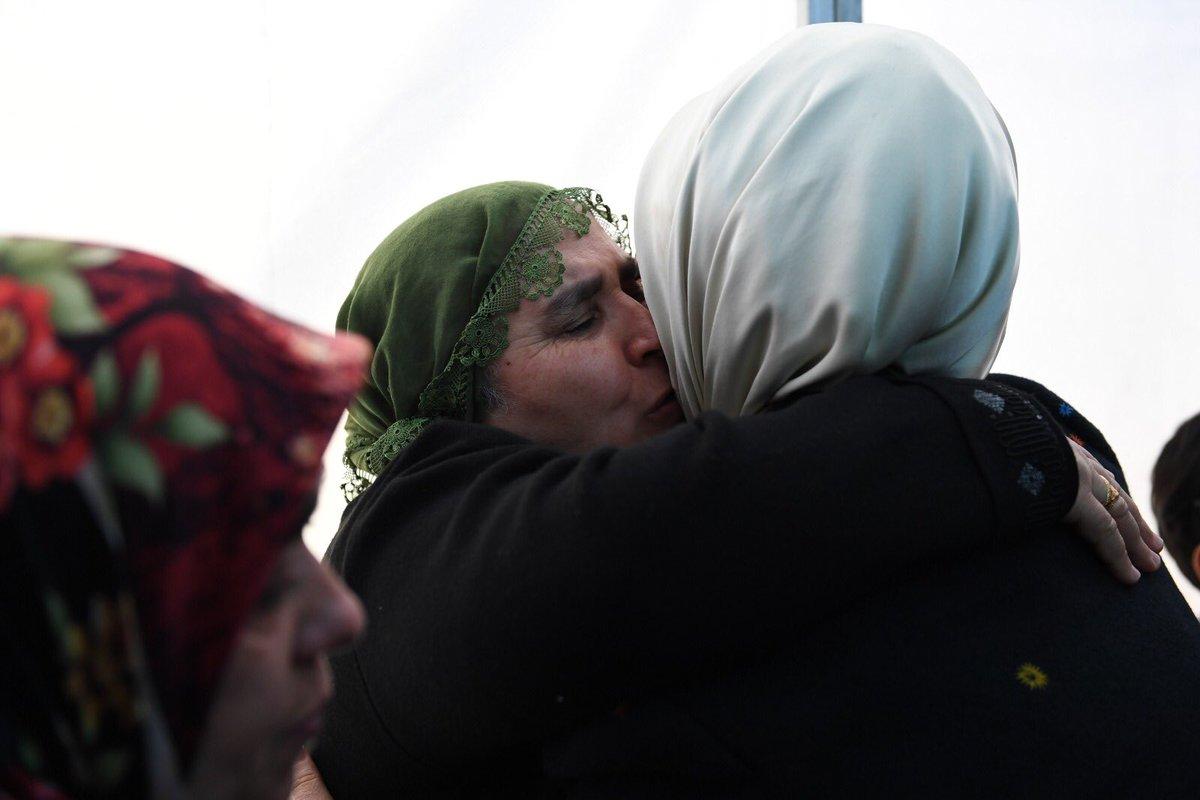 Terör örgütünün tehdidi ne kadar büyük olursa olsun, annelerin sıcak yüreği karşısında etkisiz kalmaya mahkumdur. #DiyarbakırAnneleri'nin yaktığı meşale, hepimize ışık oldu.