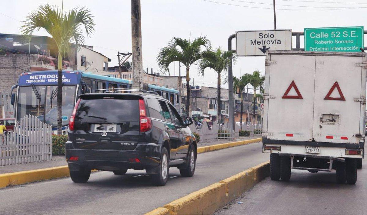 Con el nuevo salario básico en Ecuador suben también las multas de tránsito, municipales, costas judiciales y aporte al IESS http://owl.li/MFye30q5Srr