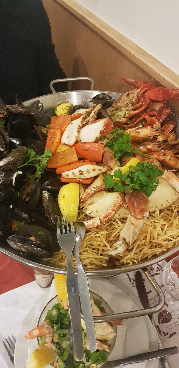 La prochaine fois, ne mettez pas de moules vides dans mon plat, hein, #PedraAlta ! C'est compris, oui !!  Sinon, toujours exquis comme d'habitude  Suis fan des fruits de la mer de toutes façons pic.twitter.com/T6gZDRvoUc