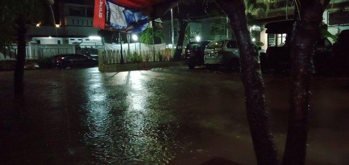 Di awal tahun 2020 Depan kantor Lurah Kalibata Jaksel tergenang banjir setinggi 80 - 100 cm