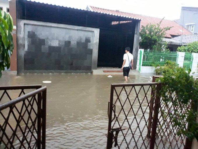 21 #Banjir 20-30 cm di Jl. Penerangan II, Jelambar, Jakarta Barat.