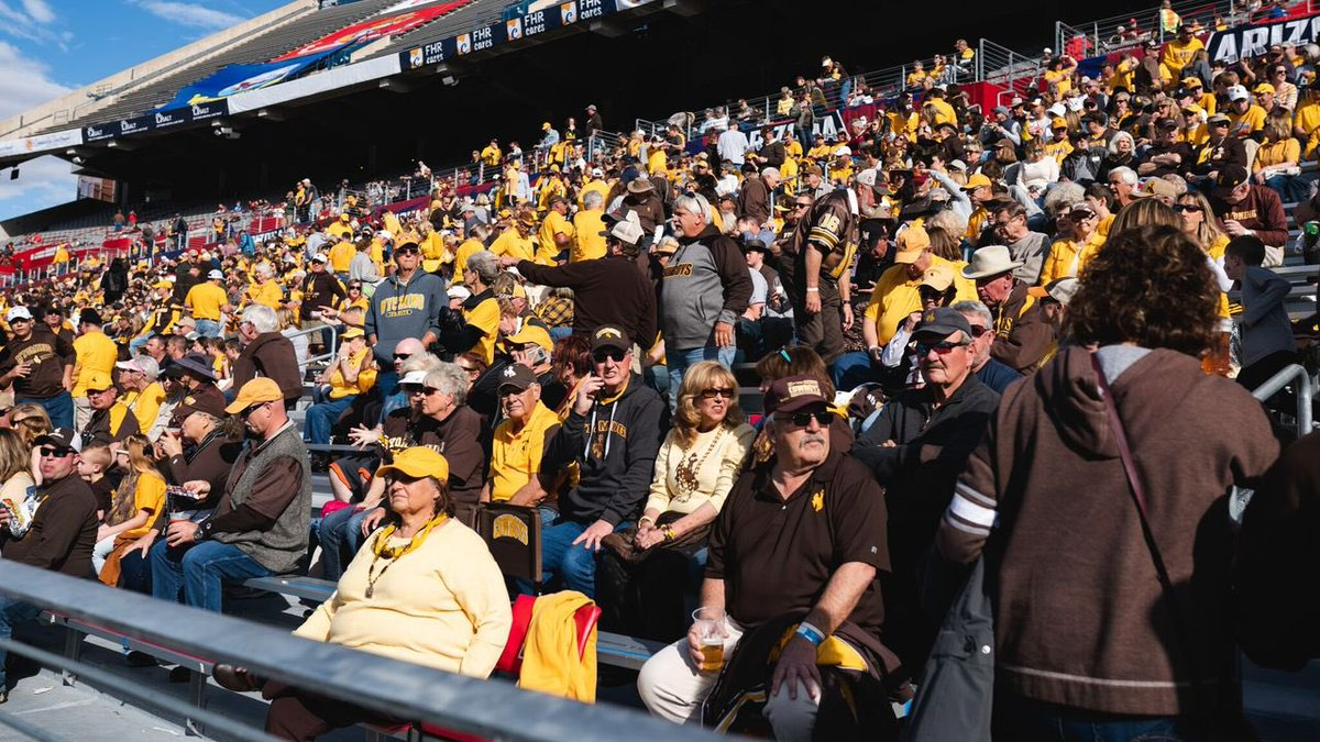 This fan base   @novaAZBOWL | #OneWyoming<br>http://pic.twitter.com/Q6fEwAfG1f