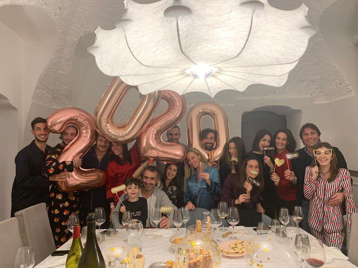 Buon 2020 a tutti! 🍾🥂 #HappyNewYear https://t.co/KTm87P6xWK